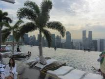 Piscina all'ultimo piano del Marina Bay Hotel