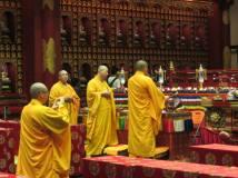 Cerimonia in un tempio buddista a Bali