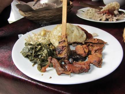 tradizione culinaria balinese in un caratteristico warung