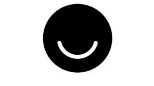 La persuasione di Ello in un sorriso black and white.
